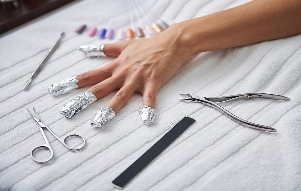 How to remove permanent manicure at home in 5 steps
